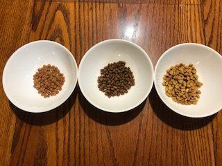 左:三ツ星グルメ 中:モグニャン 右:ピュリナワン